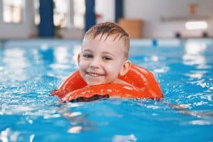 How to choose a better swimwear for your baby?