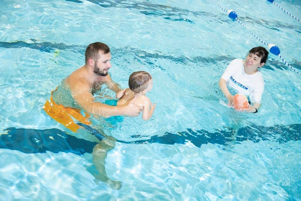 How to encourage nervous swimmers